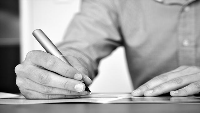 Firmar aceptación de herencia acompañado de abogado.